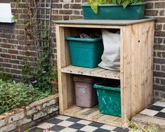Pallet Storage Unit – Pallet Garden Cupboard - Before After DIY Wooden Storage Bins, Pallet Storage, Diy Storage, Outdoor Storage, Diy Pallet, Pallet Wood, Smart Storage, Pallet Ideas, Pallet Projects