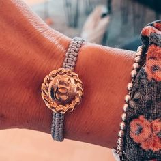 """What i love auf Instagram: """"Chanel   Armband   Liebe ❤️ Aus diesem Vintagefund haben wir für @showpieces_ ein unglaublich schönes Armband gezaubert. Wie findet ihr es?…"""" Vintage Beauty, Cool Stuff, My Love, Bracelets, Blog, Jewelry, Instagram, Fashion, Love"""