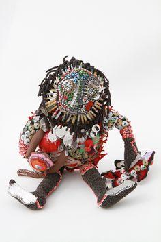 """'Monsieur-Epitome""""- Moana Luison- il retrace l'actualité qui s'est déroulé… Sculpture Textile, Art Sculpture, Art Textile, Textile Artists, Textile Design, Sculptures, Textiles, Unusual Art, Stitch Design"""