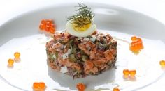 Such a treat but so delicious : Salmon tartare with lime mayonnaise and salmon caviar by Chelsea Winter Chelsea Winter, Salmon Caviar, Salmon Tartare, Masterchef Australia, King Salmon, Kitchen Time, Mayonnaise, Sugar Free, Entrees