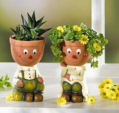 Цветочные горшки – это не только емкость, в которой растет и развивается домашнее растение. Это также декоративный элемент, который дополняет и украшает интерьер помещения, придавая ему индивидуаль...