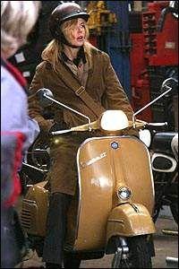 Vespa: la clásica moto de culto cumple 65 años - Sexy Hollywood TV