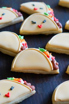 decorated tacos and taco belle cookies :taco 'bout a fun cookie tutorial from bakeat350.blogspot.com
