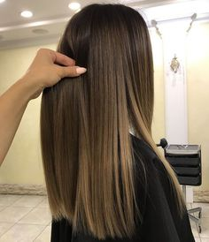 Here's Every Last Bit of Balayage Blonde Hair Color Inspiration You Need. balayage is a freehand painting technique, usually focusing on the top layer of hair, resulting in a more natural and dimensional approach to highlighting. Ombre Hair Color, Hair Color Balayage, Hair Highlights, Balayage Blond, Color Highlights, Balayage Hair Brunette Straight, Caramel Balayage, Bayalage On Straight Hair, Babylights Brunette