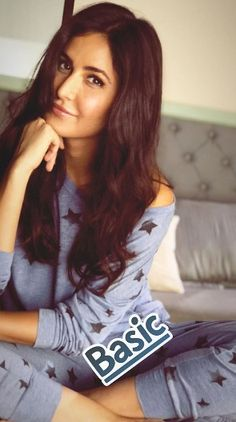 Katrina Kaif Hot Pics, Katrina Kaif Photo, Most Beautiful Bollywood Actress, Beautiful Actresses, Bollywood Stars, Bollywood Fashion, Indian Bollywood, Pakistani, Indian Celebrities