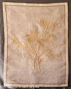 Waratah-Tray-Cloth-stitched-by-Marjorie-Gilby-.jpg 700×881 piksel