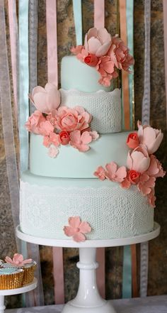 Wedding Cakes With Flowers Pink Dessert Tables New Ideas - Pink Birthday Cake Ideen Wedding Cakes With Cupcakes, Wedding Cakes With Flowers, Elegant Wedding Cakes, Cool Wedding Cakes, Cupcake Cakes, Trendy Wedding, Wedding Table, Wedding Simple, Aqua Wedding