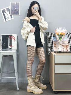 womens korean fashion looks really trendy Korean Fashion Trends, Korean Street Fashion, Korea Fashion, Kpop Fashion, Cute Fashion, Asian Fashion, Girl Fashion, Fashion Looks, Fashion Outfits
