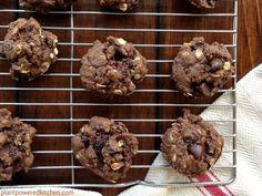 """Raisinet"" Cookies (chocolate better than PB, raisins, molasses) Vegan Treats, Vegan Desserts, Dessert Recipes, Healthier Desserts, Best Vegan Recipes, Sweet Recipes, Whole Food Recipes, Healthy Recipes, Best Vegan Cookies"