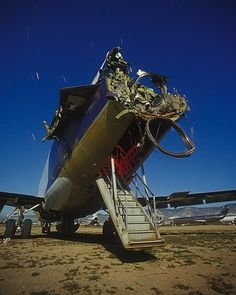 Many of the airplanes in Mojave Airport have been stripped down and gutted – like this old FedEx Boeing 727