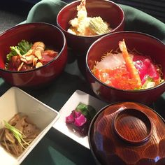 We are fortunate to have one year anniversary thanks to your continued support. To commemorate our birthday as well as celebrating holiday season we created 1 Year Anniversary/Christmas Special menu!! Here is the Kago Kaiseki lunch ($24) which comes with Mini Chirashi / Tempura / Teriyaki Chicken DON with Miso soup / Pickles / Kobachi. It's available through 25th  #GokokuSushi #kaiseki #hawaiikai #lunch #holidayspecial #japanesefood #ateohateplates #japaneserestaurant #holidayspecial…