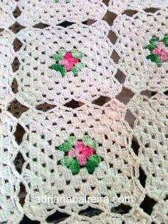 Pois é. Ainda na minha adolescencia comecei a fazer uma colcha para a minha cama. Escolhi as linhas, e lá fui eu a crochetar!    No começo i...