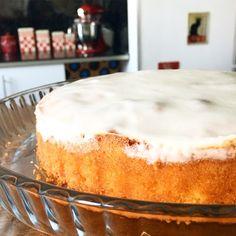 Je tiens à commencer l'année avec un de mes gâteaux préféré du monde entier !! l'Amandier ou bien alors le fondant à l'amande, est une espèce de délice venu des dieux pour les amateurs d'amande ( non, non je n'exagère pas du tout hihi) Super simple et...