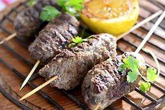 Yrtti-jauhelihakebakot - Reseptit - Ilta-Sanomat Baked Potato, Potatoes, Beef, Baking, Ethnic Recipes, Food, Meat, Potato, Bakken