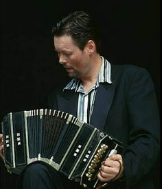 Carel Kraayenhof from Argentina plays Adios Nonino for Maxima to the Dutch prince and broadcasted live. A song that touched the princess heart because her father was barred from the wedding.
