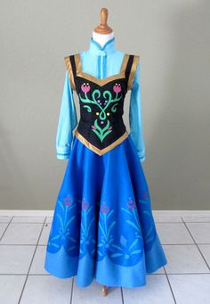 "Anna's Coronation Dress from ""Frozen"" tutorial by izzie-a-cosplays"
