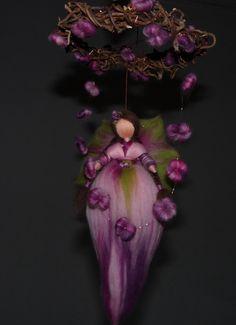 Deko-Objekte - Elfe aus Märchenwolle Mobile Dornröschen Rosenfee - ein Designerstück von Holzwolle-Spielkunst bei DaWanda