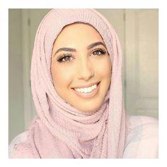 """135 Likes, 6 Comments - SARAH - HIJAB FASHION (@modestyofahijabi) on Instagram: """"G o r g e o u s  @hanantehaili #modestyofahijabi ❤ • • • • #hijab #hijabi #hijabstyle…"""""""