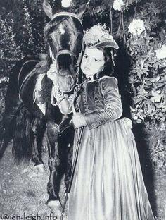 """Eleanore Cammack """"Cammie"""" King, née le 5 août 1934 à Los Angeles et morte le 1ᵉʳ septembre 2010 à Fort Bragg, est une actrice enfant américaine. Elle a joué le rôle de  """"Bonnie Blue Butler""""  la fille de Scarlet et Butler dans """" Autant en emporte le vent """""""