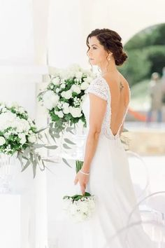 Bräute 2022 aufgepasst! Hier findest Du dein perfektes Brautkleid! Ob für die Sommerbraut oder Winterbraut, ob schlicht oder edel, ob im Vintage oder Prinzessinnen Stil, ob für das Standesamt oder die Kirche, ob kurz oder lang. Lass Dich von diesen zeitlos eleganten Looks verzaubern! Klicke hier um noch mehr über Deine Traumhhochzeit zu erfahren! Foto: Heike Moellers Photography #Brautkleid #WhiteWeddingMag Elegant, Wedding Dresses, Fashion, Pictures, Haute Couture, Couture Dresses, Perfect Wedding Dress, Princesses, Classy