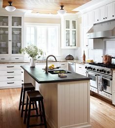 We love how sunlight pours into this beautifully designed kitchen. http://media-cache2.pinterest.com/upload/56787645271410640_38rCWY5w_f.jpg kitchens we want to cook in
