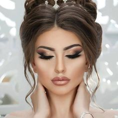 30 dreamy boho wedding makeup looks wedding forward 20 Boho Wedding Makeup, Simple Wedding Makeup, Wedding Makeup Looks, Bride Makeup, Hair Makeup, Elegant Makeup, Wedding Hairstyles For Long Hair, Up Hairstyles, Bridal Hairstyles