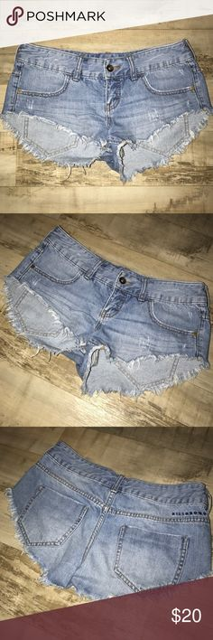 Billabong Jean Shorts My all time favorite pair of shorts!! Only selling them because they don't fit me anymore. These are billabong brand and are very good quality. They are fairly new and are from this past summer season. No tears, rips, or stains and in nearly perfect condition. The only flaw is that I somehow managed to lose the handle of the zipper but the actual zipper is still there. Pictured in photos. Billabong Shorts Jean Shorts