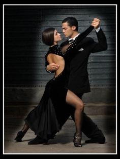 Mauro Caiazza y Guadalupe Ballroom Dance Dresses, Ballroom Dancing, Swing Dancing, Ballet Russe, Tango Dancers, Tango Dress, Argentine Tango, Dance Routines, Salsa Dancing