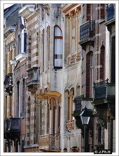 Art Nouveau structures by Victor Horta, Brussels, Belgium Art Nouveau Architecture, Architecture Details, Bruges, Monuments, Deco Baroque, Luxembourg, Art Deco Buildings, Holiday Places, Brussels Belgium