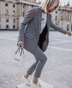 Gingham Trend For This Spring - Work Outfits Women Fashion Mode, Work Fashion, Womens Fashion, Ad Fashion, Fashion 2020, City Fashion, Fashion Tips, Fashion Stores, Korean Fashion