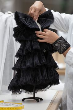 It Took 250 Hours to Make a Single Suit From Dior's Doll-Sized Fall Couture Collection Dior Haute Couture, Style Couture, Haute Couture Dresses, Couture Details, Fashion Mannequin, Fashion Dolls, Fashion Art, High Fashion, Fashion Design