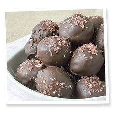 Sugar-Free Mint Chocolate Truffles with under 5 carbs each) Sugar Free Mints, Sugar Free Candy, Sugar Free Desserts, Sugar Free Recipes, Dessert Recipes, Low Carb Candy, Low Carb Sweets, Low Carb Desserts, Low Carb Recipes