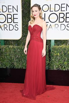 Brie Larson in Rodarte and Forevermore jewelry at 2017 Golden Globes