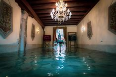 Photographer Natalia Elena Massi recorded the record-breaking floods that occurred in Venice in November The acqua alta reached up to 6 feet. Atlantis, Venice In November, Budapest, Venice City, Visit Venice, World Watch, Living In Italy, Alleyway, Water Me