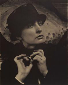 Alfred Stieglitz. 'Georgia O'Keeffe: a portrait' 1918 I love Georgia O'Keefe.