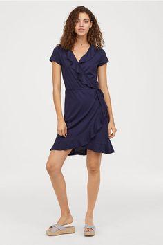 0f900580bd Kopertowa sukienka z falbanami - Ciemnoniebieski - ONA