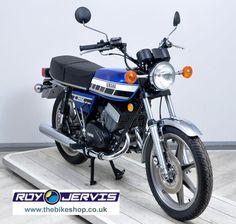 eBay: 1977 (R) Yamaha RD400D Classic Blue - One Owner in UK - UNDER 3500 MILES Yamaha 125, Yamaha Bikes, Yamaha Motorbikes, Motorcycle Garage, Street Bikes, Bikers, Cars And Motorcycles, Trail, Classic