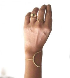 ♥️ Pinterest: DEBORAHPRAHA ♥️ gold bracelet and rings MINIMAL + CLASSIC