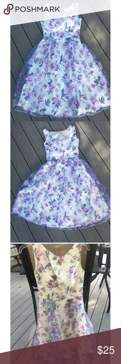 Shop Women's Cream Purple size 8 Midi at a discounted price at Poshmark. Built in padded bra! Fashion Tips, Fashion Design, Fashion Trends, Bra, Purple, Floral, Closet, Vintage, Outfits