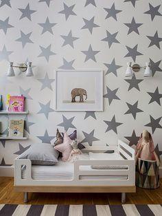Quarto com parede de estrelas