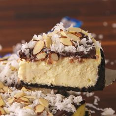 A cheesecake that tastes just like an Almond Joy. … A cheesecake that tastes just like an Almond Joy. Cheesecake Bars, Cheesecake Recipes, Dessert Recipes, Easter Recipes, Almond Joy Cheesecake Recipe, Recipes Dinner, Almond Joy Cake, Snickers Cheesecake, Just Desserts
