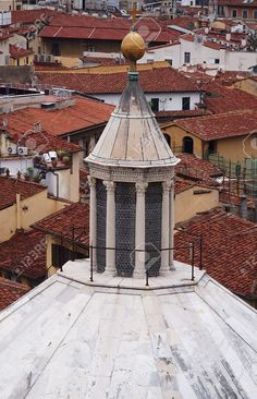 http://www.123rf.com/photo_42452117_lantern-of-the-baptistery-of-san-giovanni-florence-italy.html