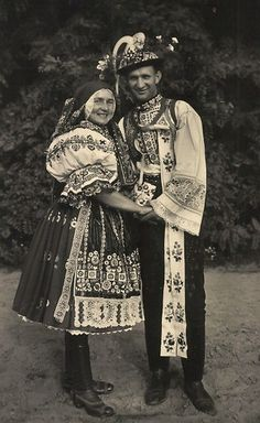 Folk Costume, Costumes, Drawing Wallpaper, Culture Club, Textiles, Vintage Pictures, Beautiful Patterns, Czech Republic, Traditional Outfits