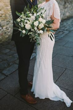 White flower wedding bouquet. Photography by Olivia Judah