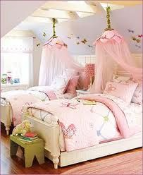So pretty, liking this girls room.