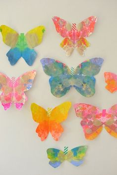 I put together this great list of easy DIY summer crafts for girls to keep the kids busy all summer long! Craft activities for girls (and boys) of all ages. Butterfly Crafts, Butterfly Art, Printable Butterfly, Summer Diy, Summer Crafts, Arts And Crafts Projects, Projects For Kids, Deco Wedding Cake, Diy Crafts For Kids