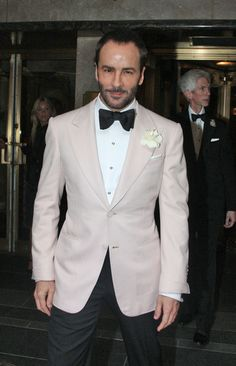 Tom Ford at the 2010 Met Costume Gala Wedding Suits, Boho Wedding, Tom Ford Tuxedo, Brown Suits, Dinner Jacket, Schitts Creek, David Gandy, Tuxedos, Classic Man