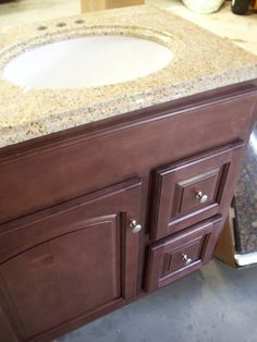 foremost coeat2418 columbia 24 inch espresso bath vanity combo. nice vanity and top. foremost coeat2418 columbia 24 inch espresso bath combo