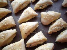 Cesnakové trojhranky (fotorecept) - recept | Varecha.sk Ale, Dairy, Cheese, Food, Ales, Meals, Yemek, Eten