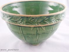 McCoy Green Pottery Windowpane Mixing Bowl Yelloware I have this bowl given to me by my sweet friend and I LOVE it! Click the link to visit our site Mccoy Pottery Vases, Old Pottery, Pottery Bowls, Vintage Pottery, Ceramic Pottery, Pottery Art, Weller Pottery, Vintage Bowls, Vintage Dishes